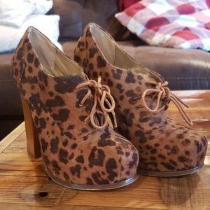 Leopard booties! 😍😍😍